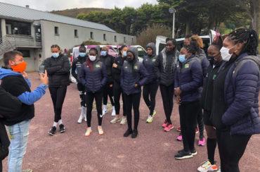 Une  célèbre candidate de jeu télévisé et l'équipe du Sénégal de handball à Scio'Land Cap